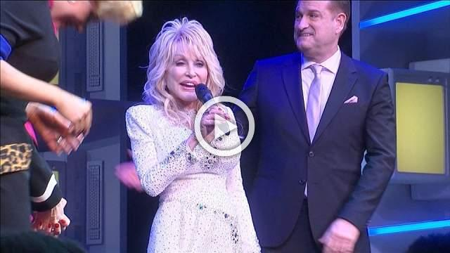Dolly Parton wows on stage at '9 to 5' West End debut