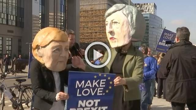 """""""Make love, not Brexit"""" activists tell EU leaders ahead of summit"""