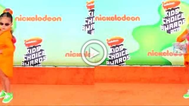 Stars shine at Nickelodeon Awards