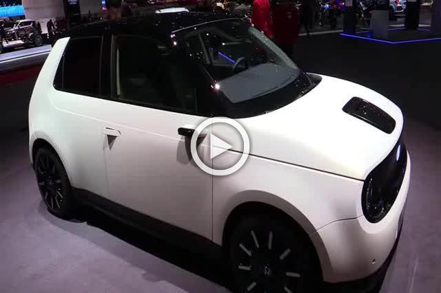 Honda e Electric Vehicle Exterior and Interior Walkaround Part I