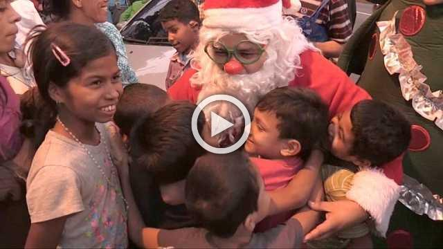 Homeless Venezuelans receive a visit from Santa