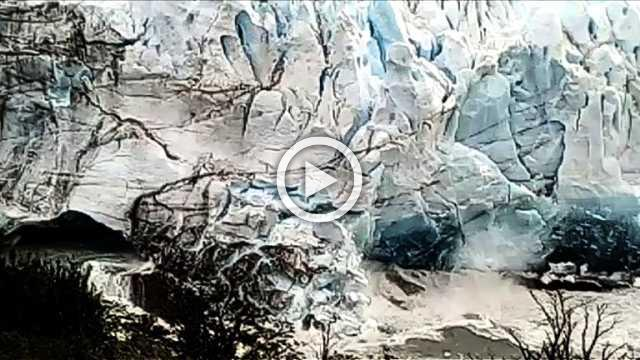 Famous Argentine glacier loses an arch of ice as it collapses