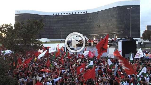 Thousands cheer after allies register Lula as candidate