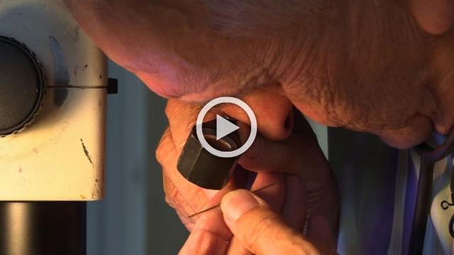 World's smallest engraver makes his mark