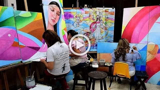 In Panama, student painters put finishing touches on pope mural