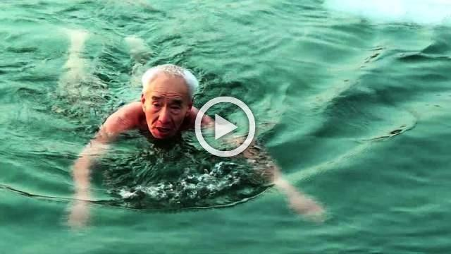Ice ice baby: elderly Chinese take freezing plunge