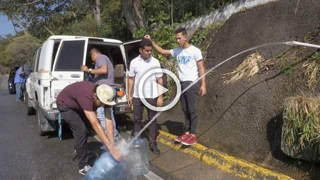 Venezuelans get water from mountain spring amid shortage