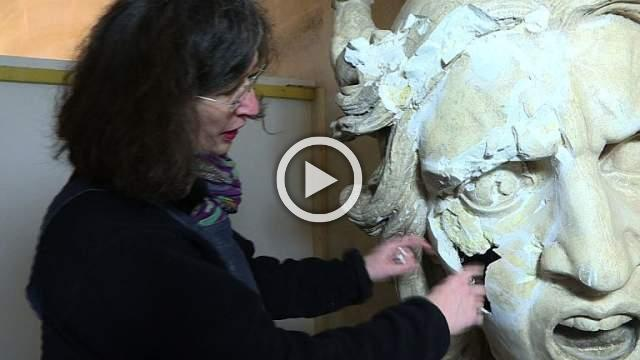Restorers continue work on vandalised Arc de Triomphe models