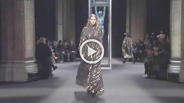 Alberta Ferretti Show- Women's Collection Autumn/Winter 2018/19 in Milan