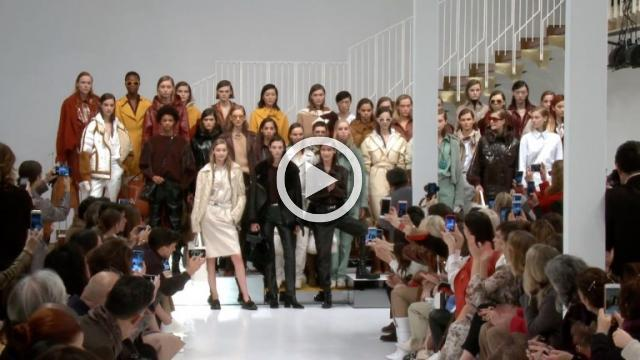TOD'S Show - Women's Collection Autumn/Winter 2018/19 in Milan (with interview)