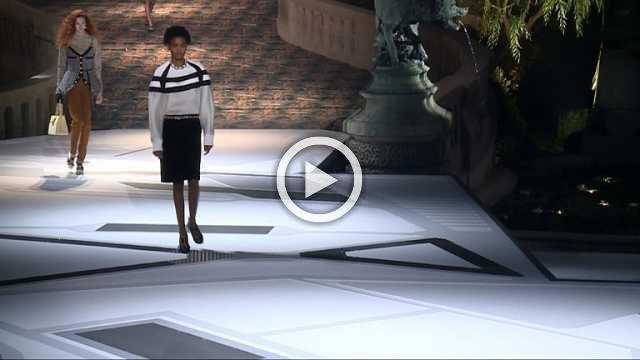 LOUIS VUITTON Show - Women's Collection Autumn/Winter 2018/19 in Paris