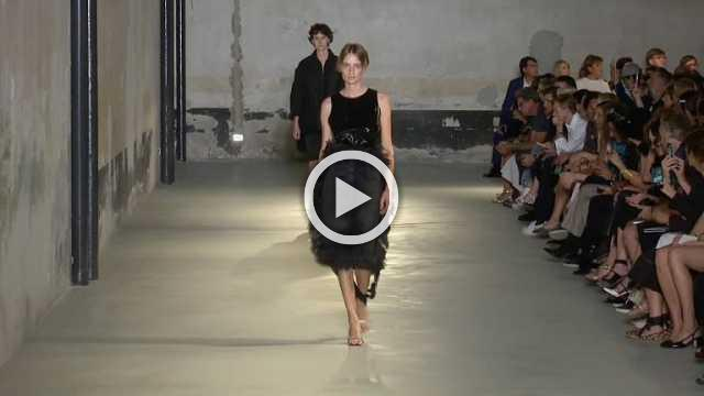 N°21 - Women's Spring/Summer 2019 Collection in Milan