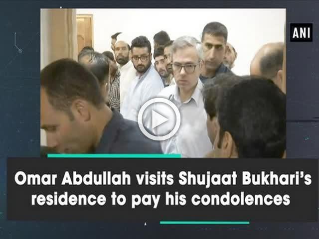 Omar Abdullah visits Shujaat Bukhari's residence to pay his condolences