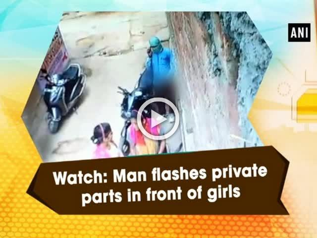 watch man flashes private parts in front of girls