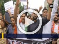 BJYM stages protest against Sanjay Nirupam's remark on PM Modi