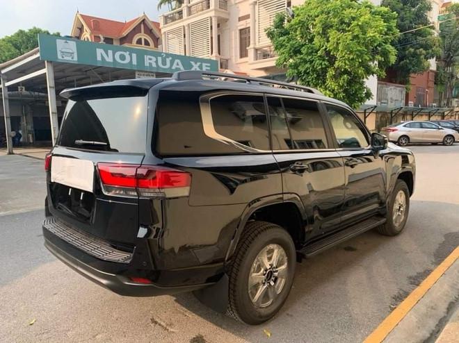 Land Cruiser 2022 bắt đầu về Việt Nam, giá xe cộng thêm cả trăm triệu đồng - 2