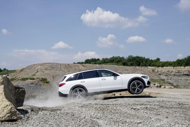 Mercedes-Benz C-Class có thêm phiên bản gầm cao All-Terrain - 12