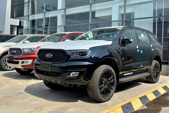 Đến lượt Land Cruiser Prado, Ford Everest giảm giá cả trăm triệu đồng - 2