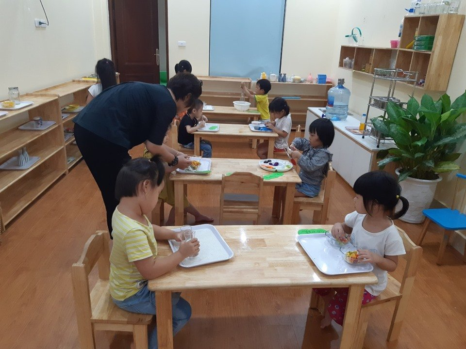 Trường mầm non Cầu Vồng (Rainbow Montessori Kindergarten)