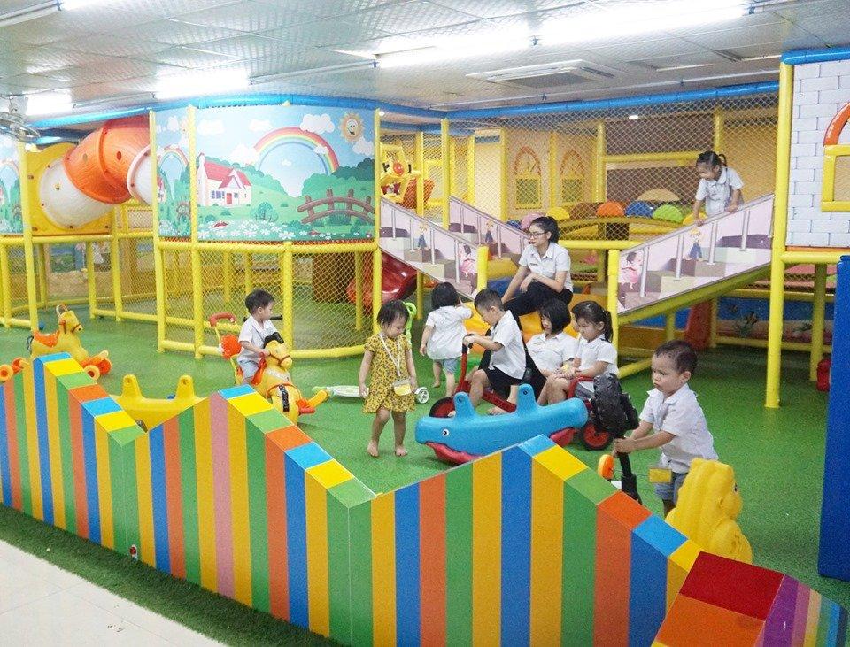 Trường mầm non Royal Kidz Montessori Kindergarten - Hồ Tùng Mậu
