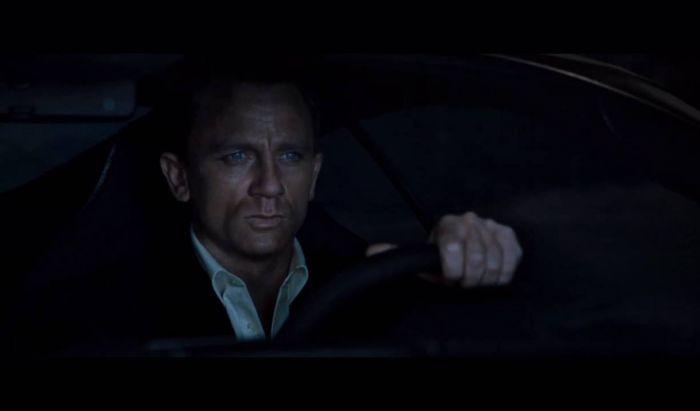 Adegan mobil terbalik di Casino  Royale