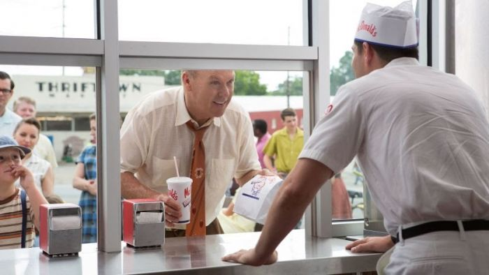 Ray Kroc mengunjungi McDonald's.