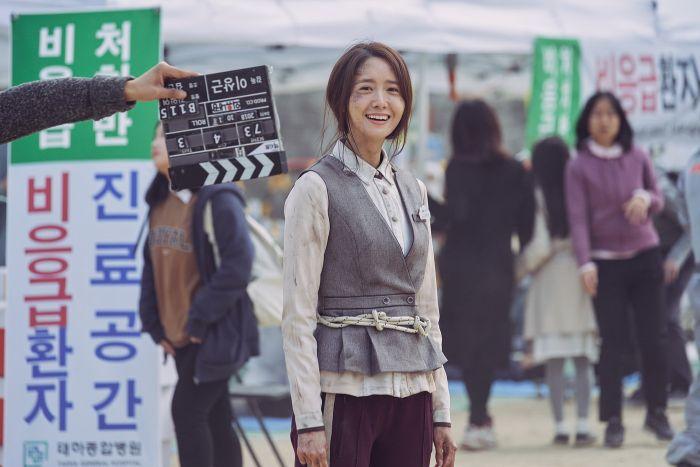 Yoona saat syuting film Exit.