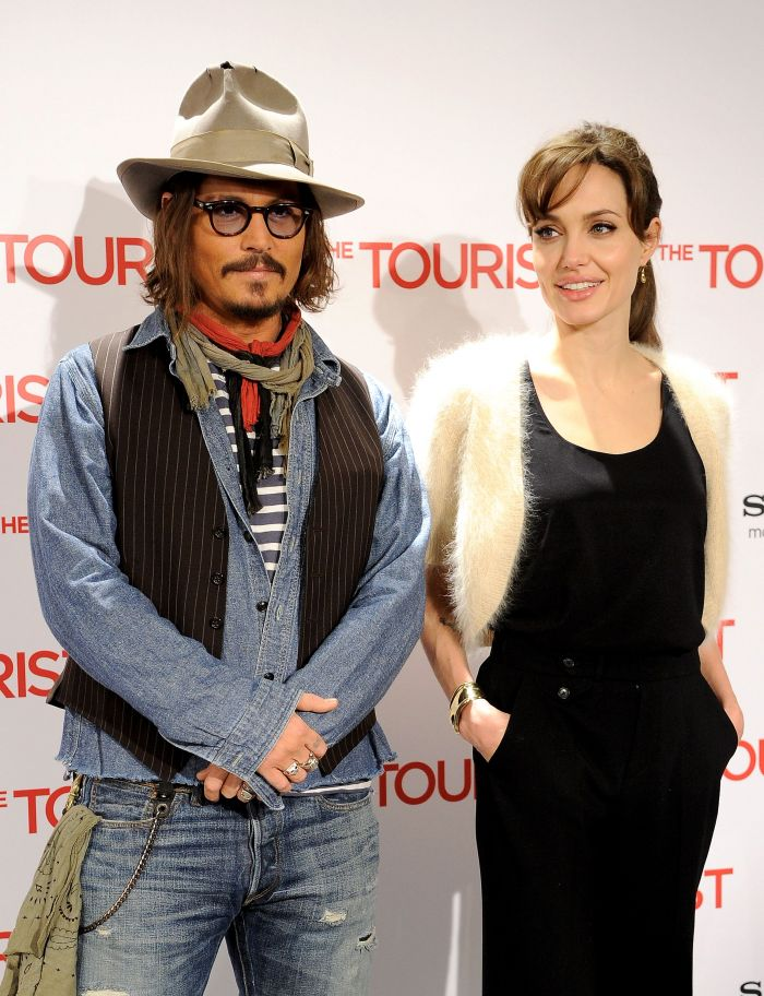 Depp bersama Angelina Jolie