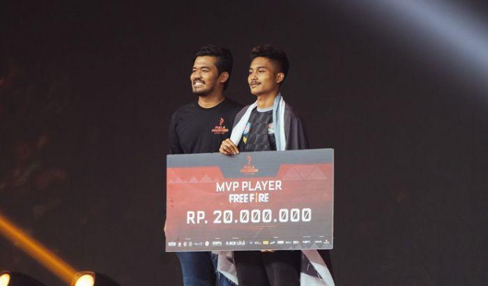 Rangga Danu Prasetyo , Vice President IESPL dan Dranix Delta di ajang Piala Presiden Esports, Free Fire 2020.