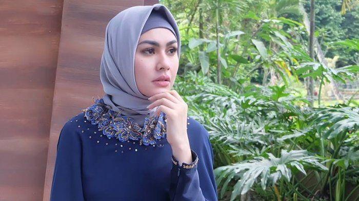 Artis Film Indonesia yang Memutuskan Berhenti Akting.