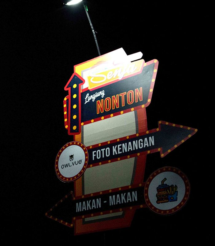 Drive-In Senja, Sensasi Nonton Film ala Layar Tancep dalam Mobil.