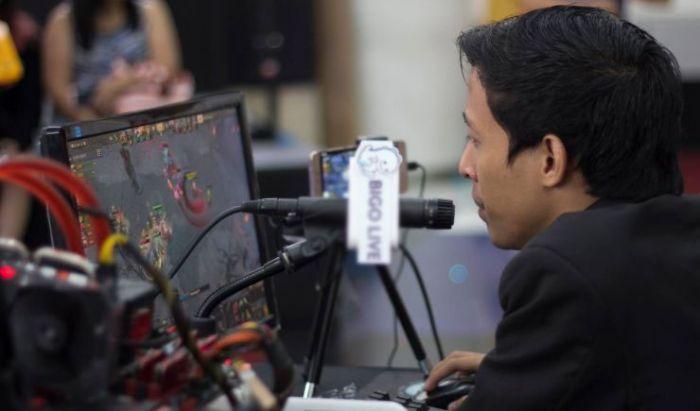 Gisma alias Melon yang sempat populer jadi caster setelah sering menyiarkan game Dota 2.