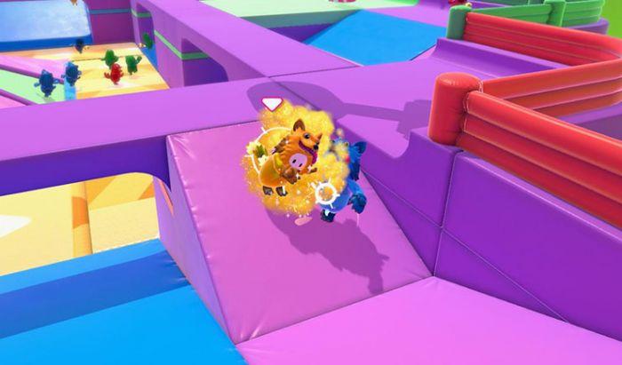 """Berebutan ekor di game """"Grab A Tail""""."""
