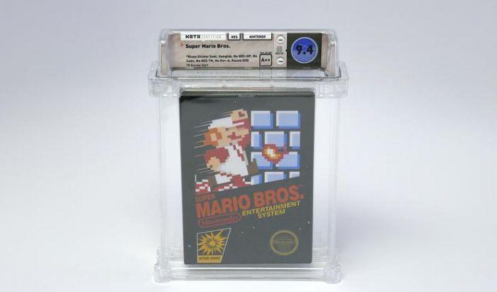 """Rilisan fisik Super Mario Bros. dalam kondisi """"mint""""."""