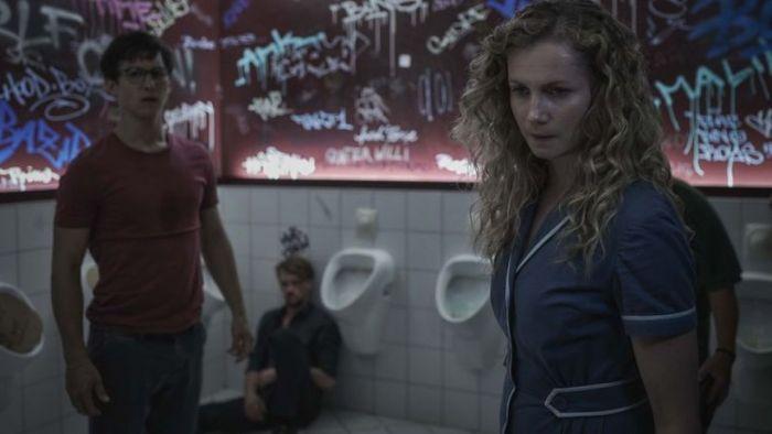Review Film Freaks 2020, Film Superhero Nanggung.