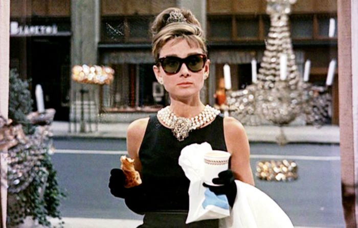 Holly Golightly Femme Fatale dalam Breakfast at Tiffany's (1961)