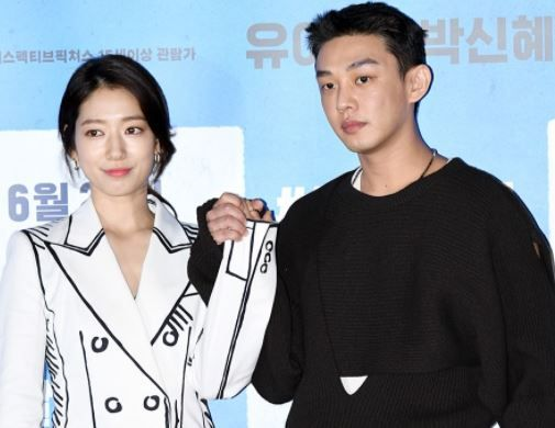 Park Shin-hye dan Yoo Ah-in dalam press conference film Korea zombie Alive.