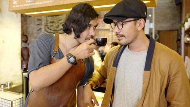 Host Wave of Cinema, Chicco Jerikho dan Rio Dewanto.