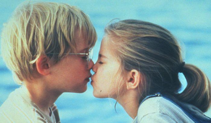 Aktor Hollywood Dapatkan Ciuman Pertamanya di Film dan Serial