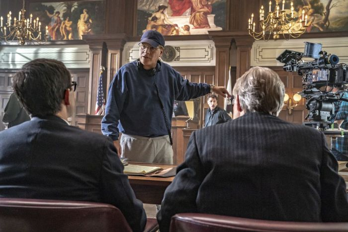 Aaron Sorkin saat syuting film The Trial of the Chicago 7.