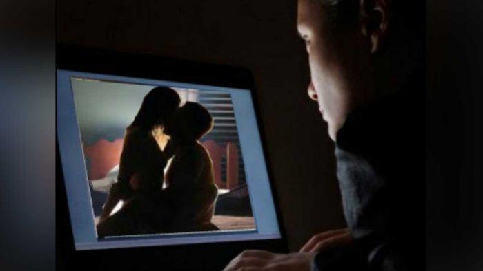 Tahap Kecanduan Film Porno. (Gambar hanya ilustrasi).