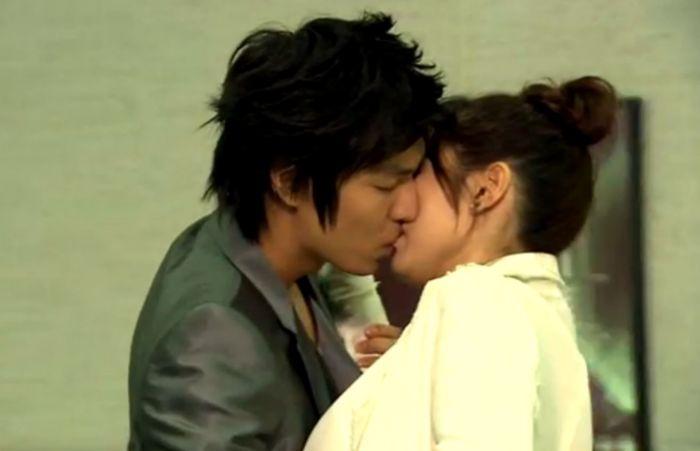 Tipe Ciuman Drama Korea yang Bikin Senyum-senyum