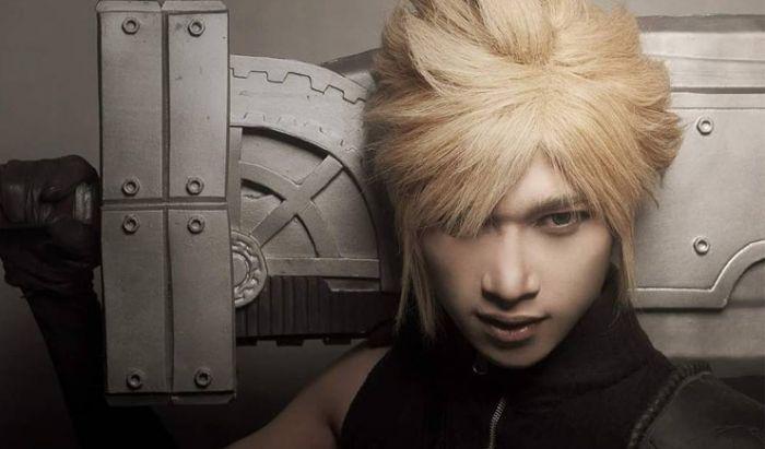 Ryan cosplay sebagai Cloud di Final Fantasy