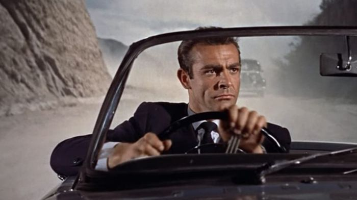 Sean Connery di Dr. No (1962).