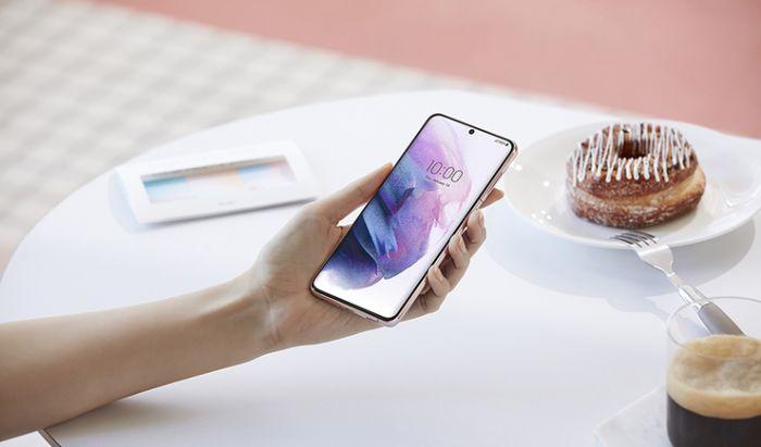Samsung Galaxy S21 5G. Dok. Samsung