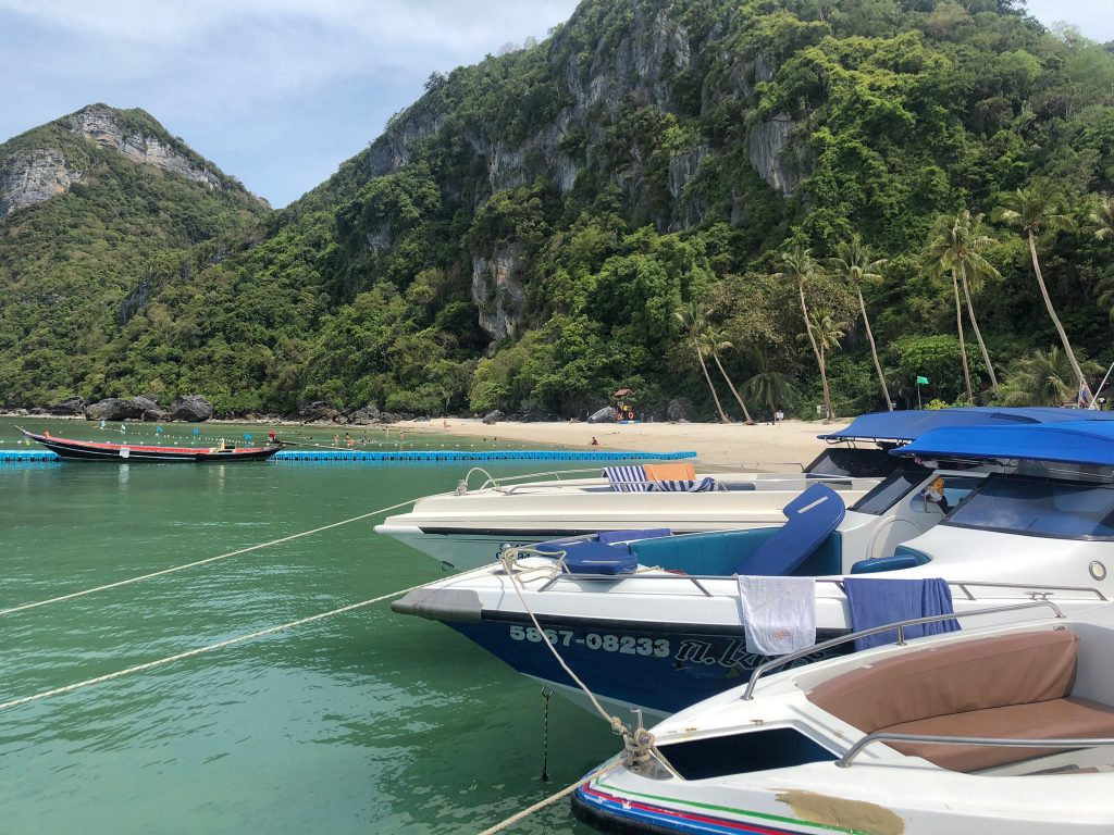 Speedboats docked along Angthong Islands