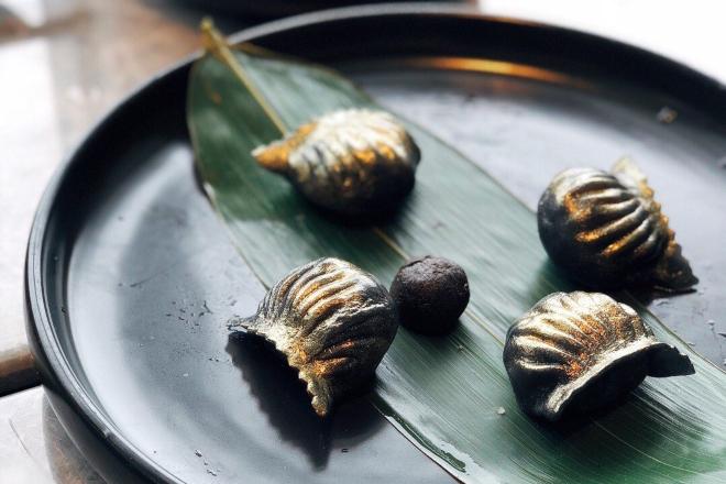 black shrimp dumpling hexa hong kong
