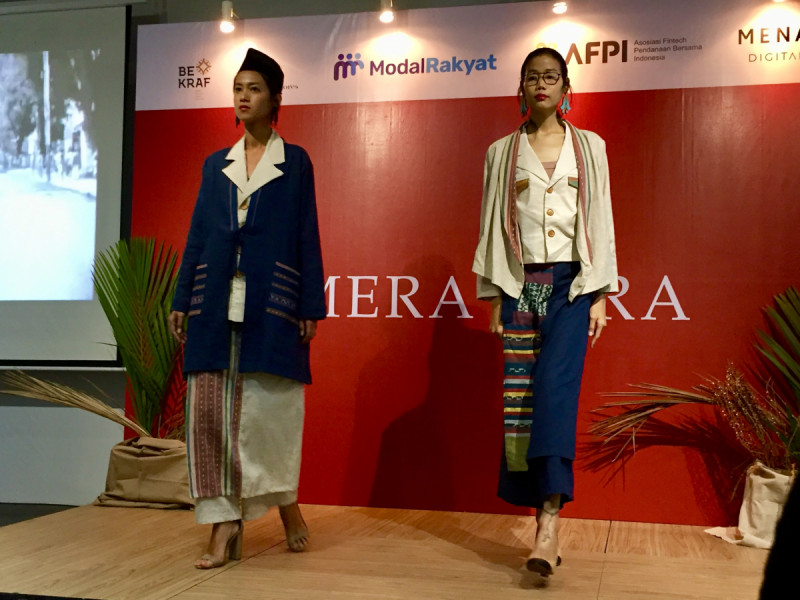 "Koleksi kain tenun NTT ""Mera Bura"" dalam theatrical fashion show di Menara Digitaraya, Jakarta, (13/8/2019). Foto: MNEWS."