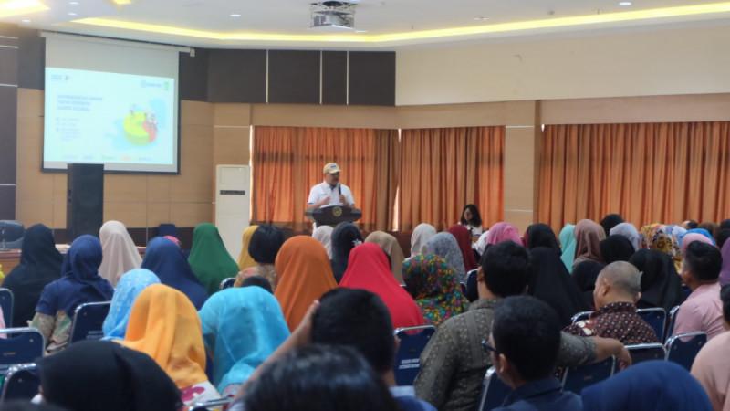 Kepala Dinas Koperasi & UKM, Suleman Nababan membuka kegiatan One Day Training Komunitas Sahabat UMKM di Batam, Sabtu (3/8/2019). (Foto: Posmetro)
