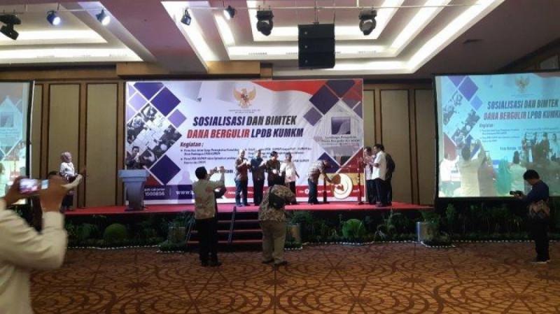Sosialisasi dan Bimbingan Teknis Dana Bergulir LPDB-KUMKM yang diselenggarakan di Kota Batam, Provinsi Kepulauan Riau, Rabu (13/11). (Foto : Tribun Batam)